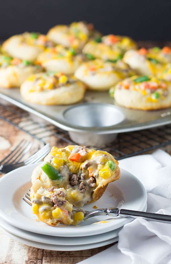 Beef Pot Pie Cupcakes - A quick and easy weeknight meal (or afternoon snack) that even the pickiest of eaters will love!