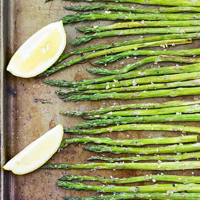 Garlic Roasted Asparagus – An easy, healthy and delicious side dish | theblondcook.com