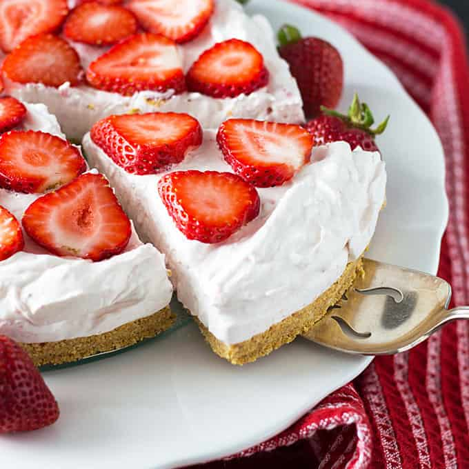 No Bake Strawberry Cheesecake | theblondcook.com