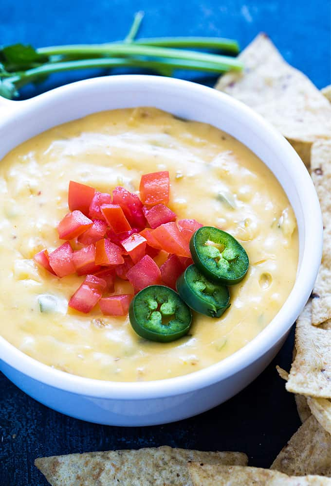Chili con Queso - Creamy, cheesy and perfectly seasoned queso dip!
